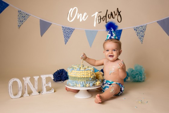 one-today-cake-smash-birthday-photo