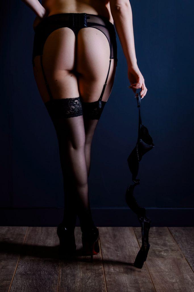 woman-legs-bra-boudoir