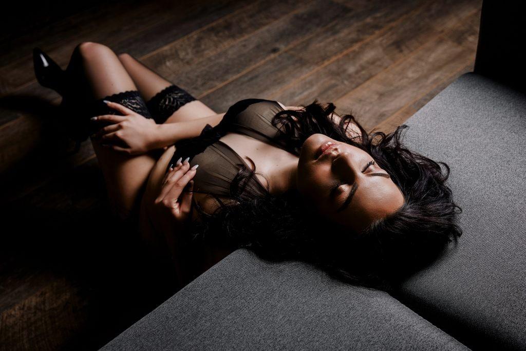 boudoir-photography-leeds-brunette-studio-lingerie