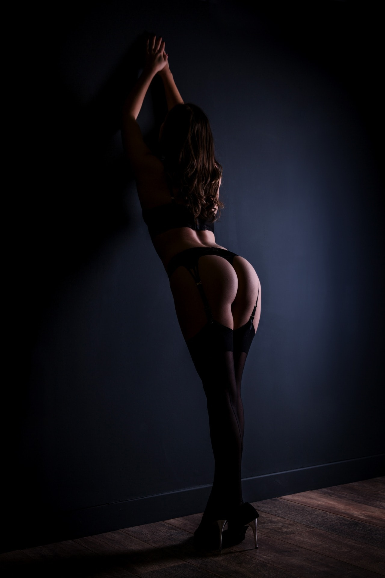 best-boudoir-photography-dark-wall-suspenders