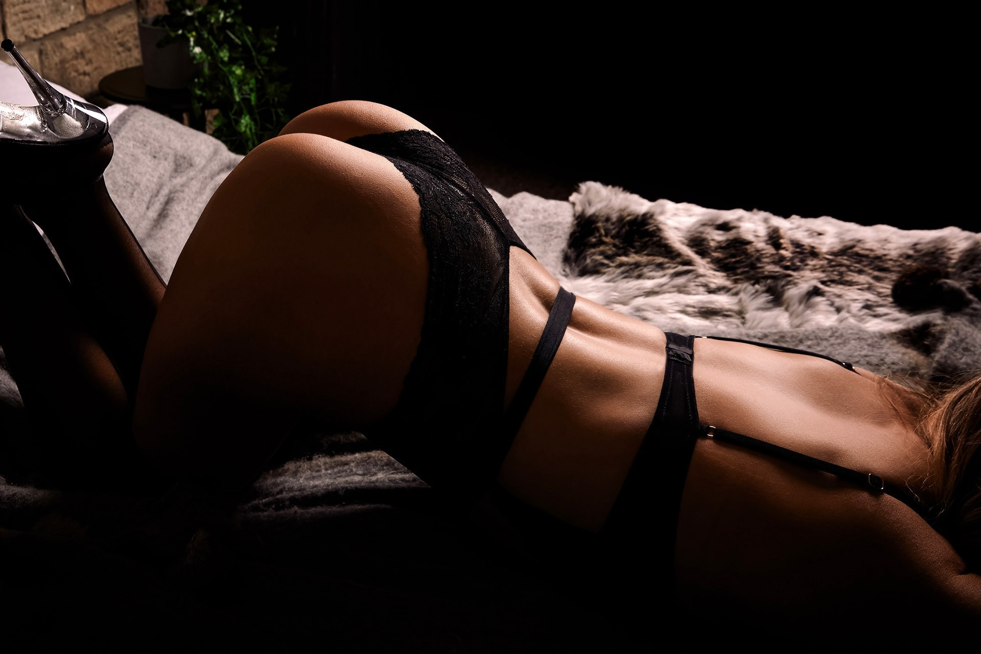 chest down bum up boudoir pose on bed