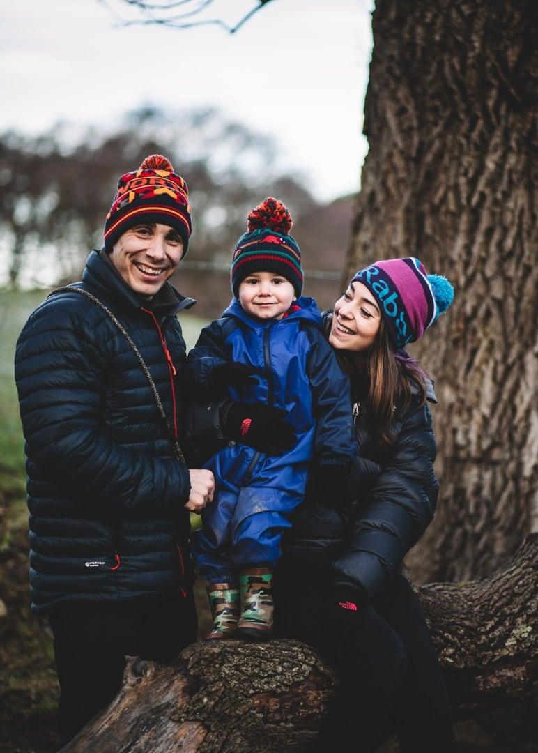 mum-dad-toddler-smiles-photoshoot