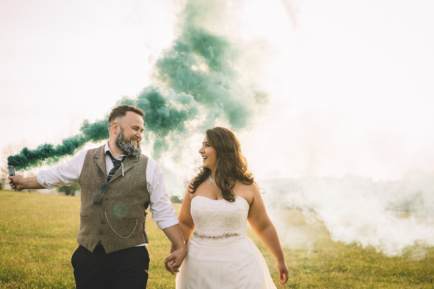 holding-hands-smoke-bomb-green-wedding