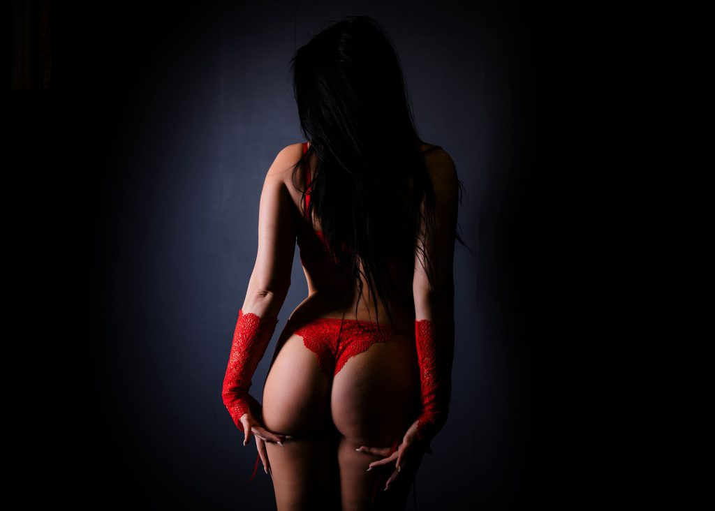 red-outfit-boudoir-photo